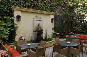 fontaine-jardin-hôtel-abbaye-paris6