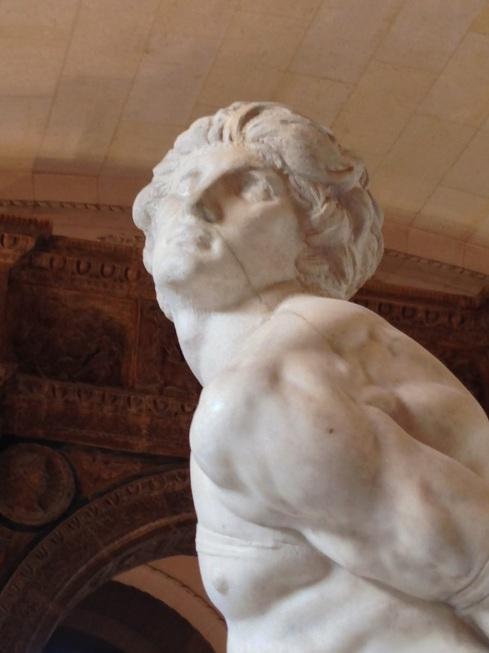 L'esclave rebelle - Michel Ange - Musée du Louvre - Veine noire dans marbre